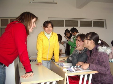 Leslie Forman teaching Jiaxing University students.